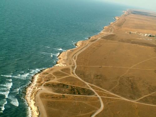 Межводное, Скалы и резкий обрыв метров в 20