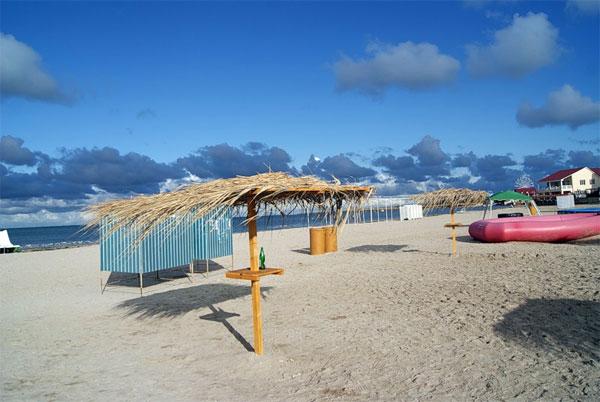 Межводное, пустой пляж