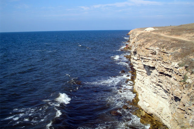 Межводное, вид на скалы