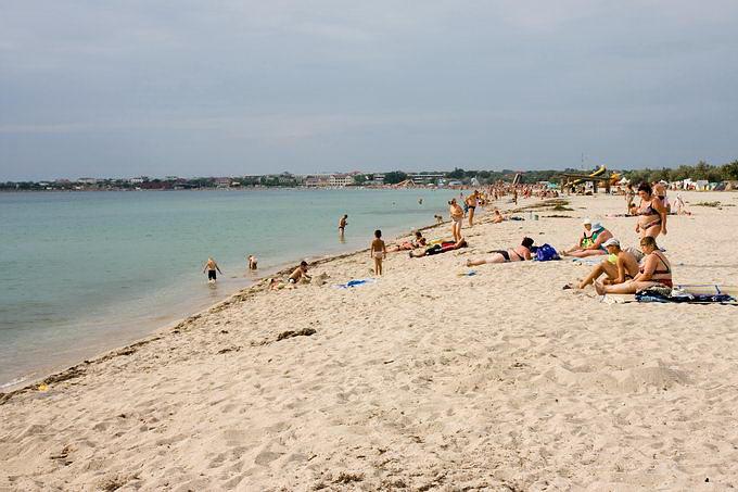 Песчаный пляж в Межводном