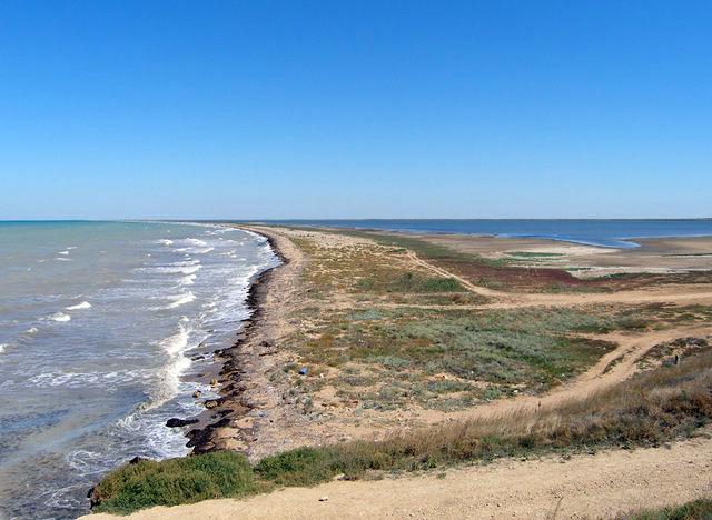 Бакальское озеро отделено от Черного моря узкой полоской пляжа