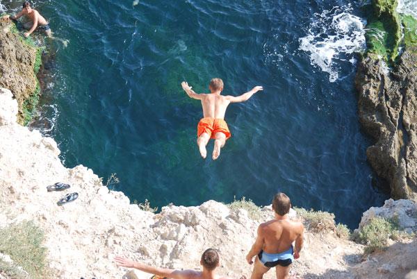 Тарханкут, прыжок со скалы